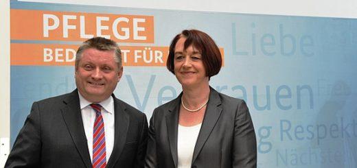 Bundesgesundheitsminister Hermann Gröhe und Frau Dr. Doris Pfeiffer, Vorstandsvorsitzende des GKV-Spitzenverbandes Quelle: BMG/Paulsen