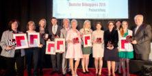 Alle Gewinner des Deutschen Bildungspreis beim Festakt in Berlin (Foto: Deutscher Bildungspreis/Christian Lietzmann)