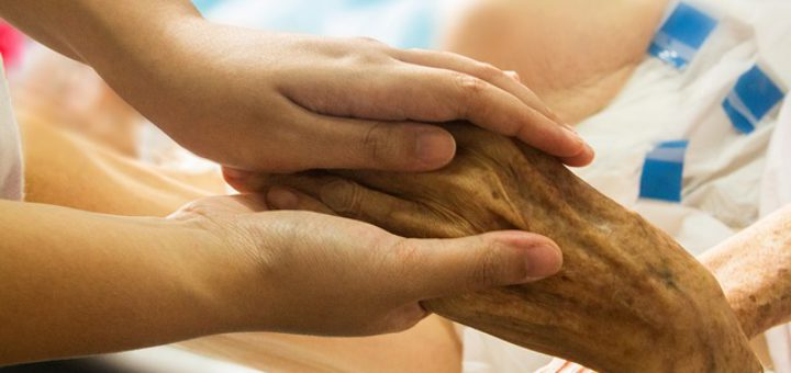 Tag der Pflege am 12. Mai (Bild: Hand in Hand, pixabay.com)