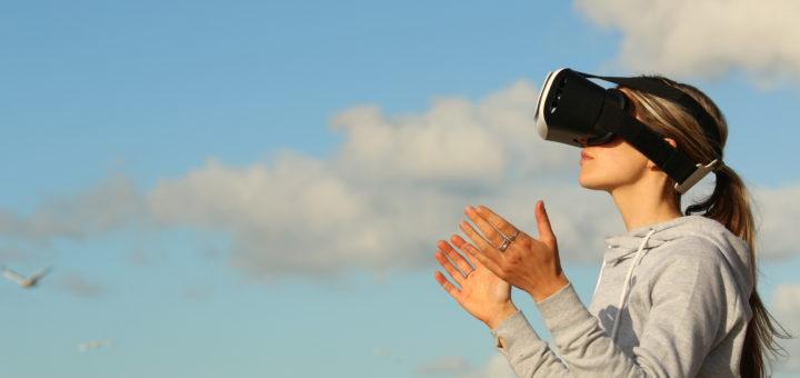 Captivating Mit VR Brillen Reisen Senioren An Unbekannte Orte